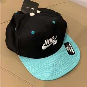 Nike SB | Black and Teal Hat